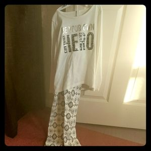 Never worn outfit from Children's Place, size 7/8